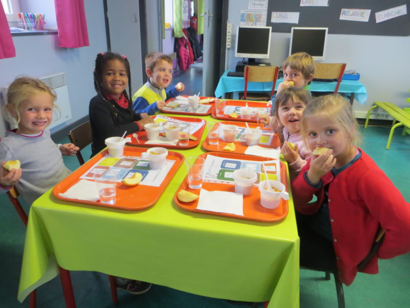 Petit déjeuner en classe pour les GS/CP