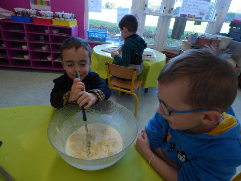 Dégustation de crêpes en maternelle